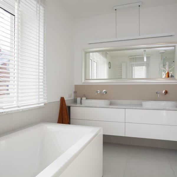 Beige and White Modern Elegant bathroom with bathtub and white tiles