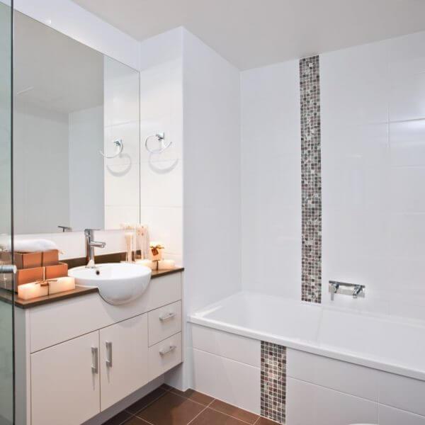 White tiled modern bathroom with mosaic tiles,terracotta floor tiles
